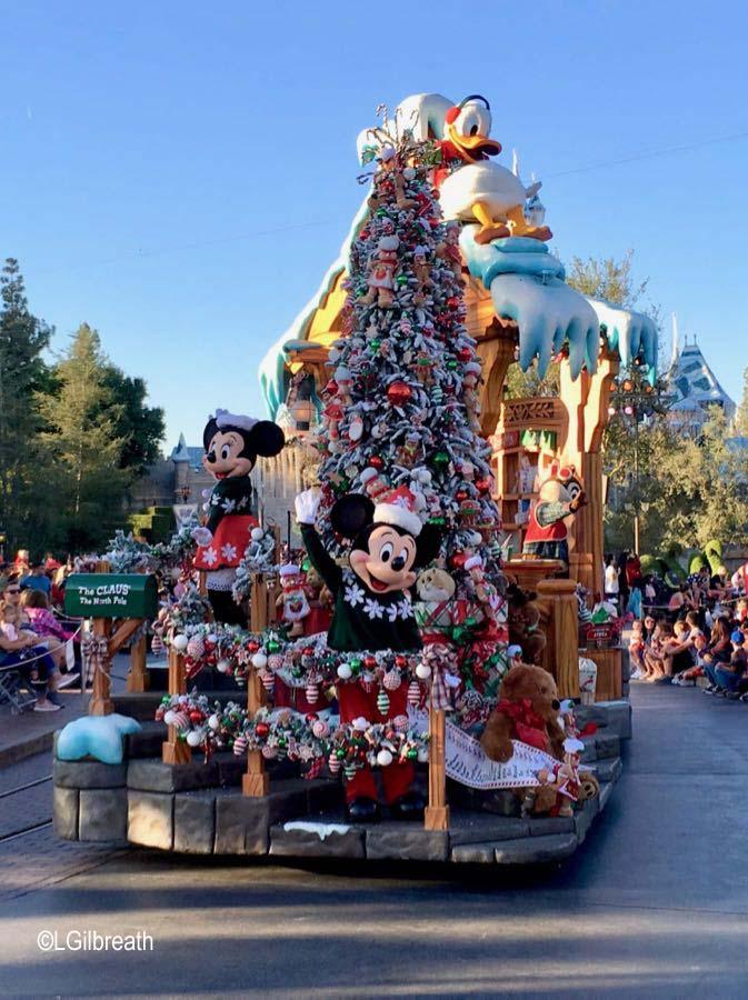 Christmas At Disneyland.A Christmas Fantasy Parade At Disneyland Allears Net