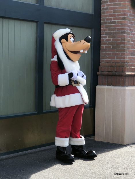 Santa Goofy is making a list and checking it twice!