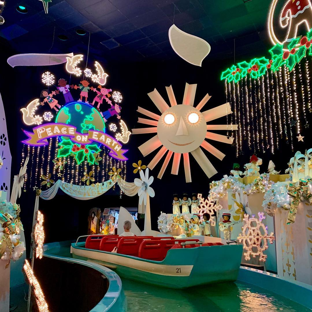 Take A Look At 2018 S It S A Small World Holiday At Disneyland