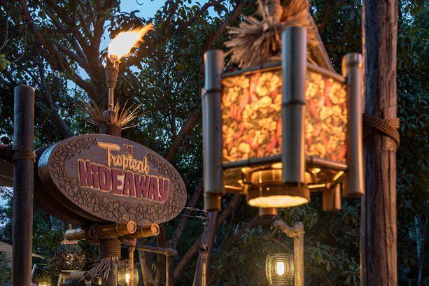 Mobile Ordering TEST at Disneyland's Tiki Juice Bar - See What's Changing!