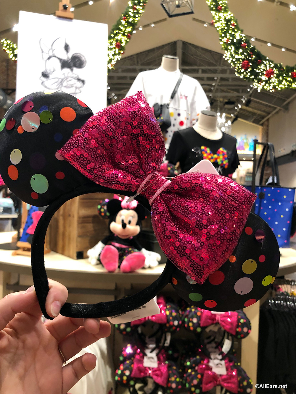 Christmas Minnie Ears 2019.Get Ready To Rock The Dots With Minnie And New Merchandise