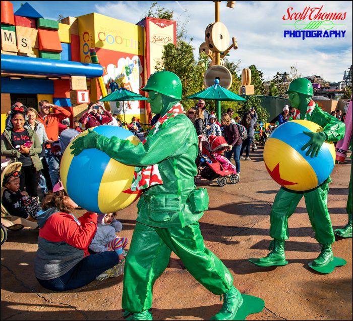 Green Army Men Entertaining
