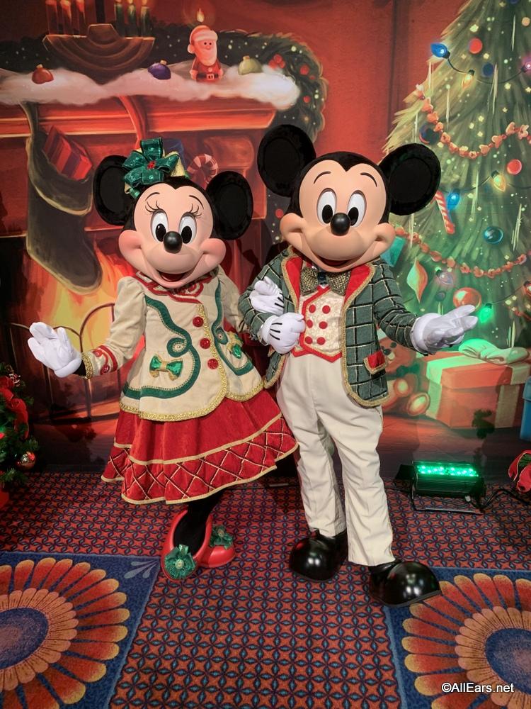 Walt Disney World Christmas.Get A Sneak Peek At Disney World S Holiday Merchandise