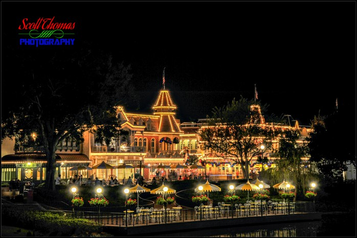 Plaza Restaurant At Night 2013