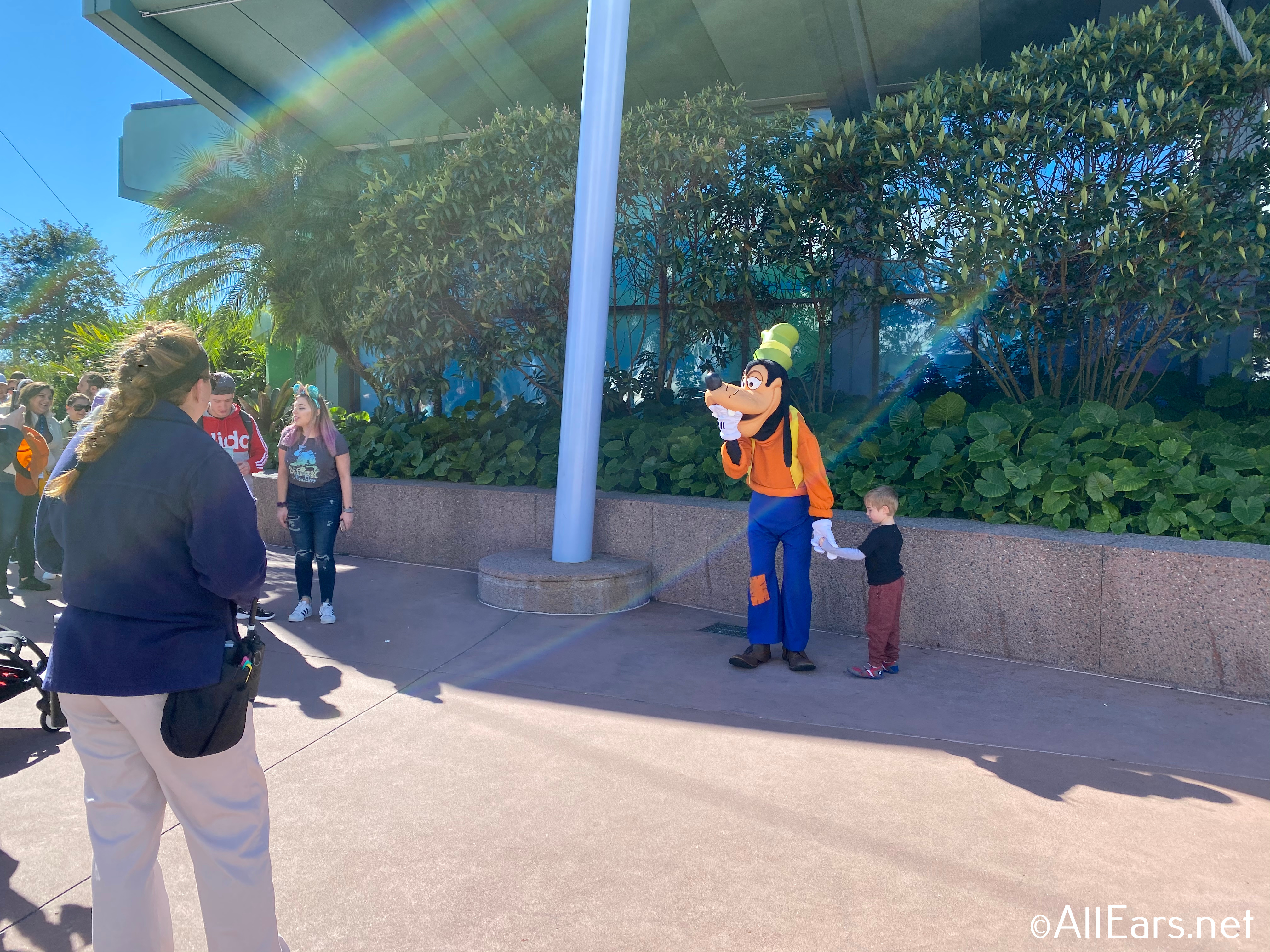 Goofy Meeting at Epcot