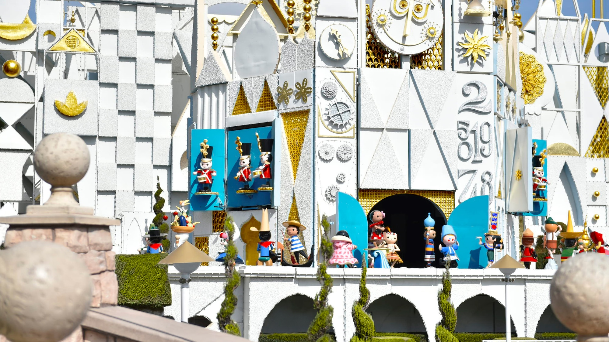 Disneyland Small World Christmas 2020 Nine Things You Didn't Know About 'it's a small world'   AllEars.Net