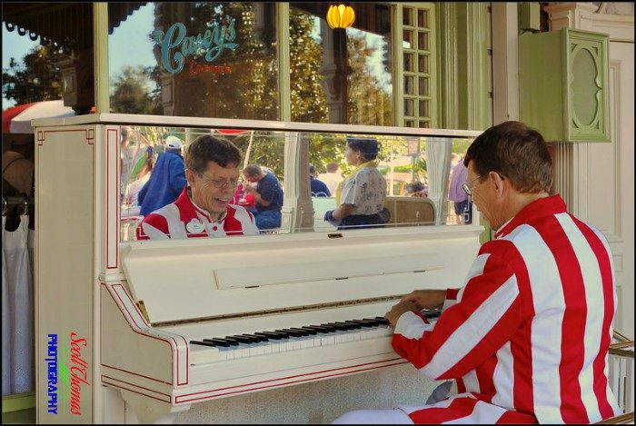 Caseys Piano Player