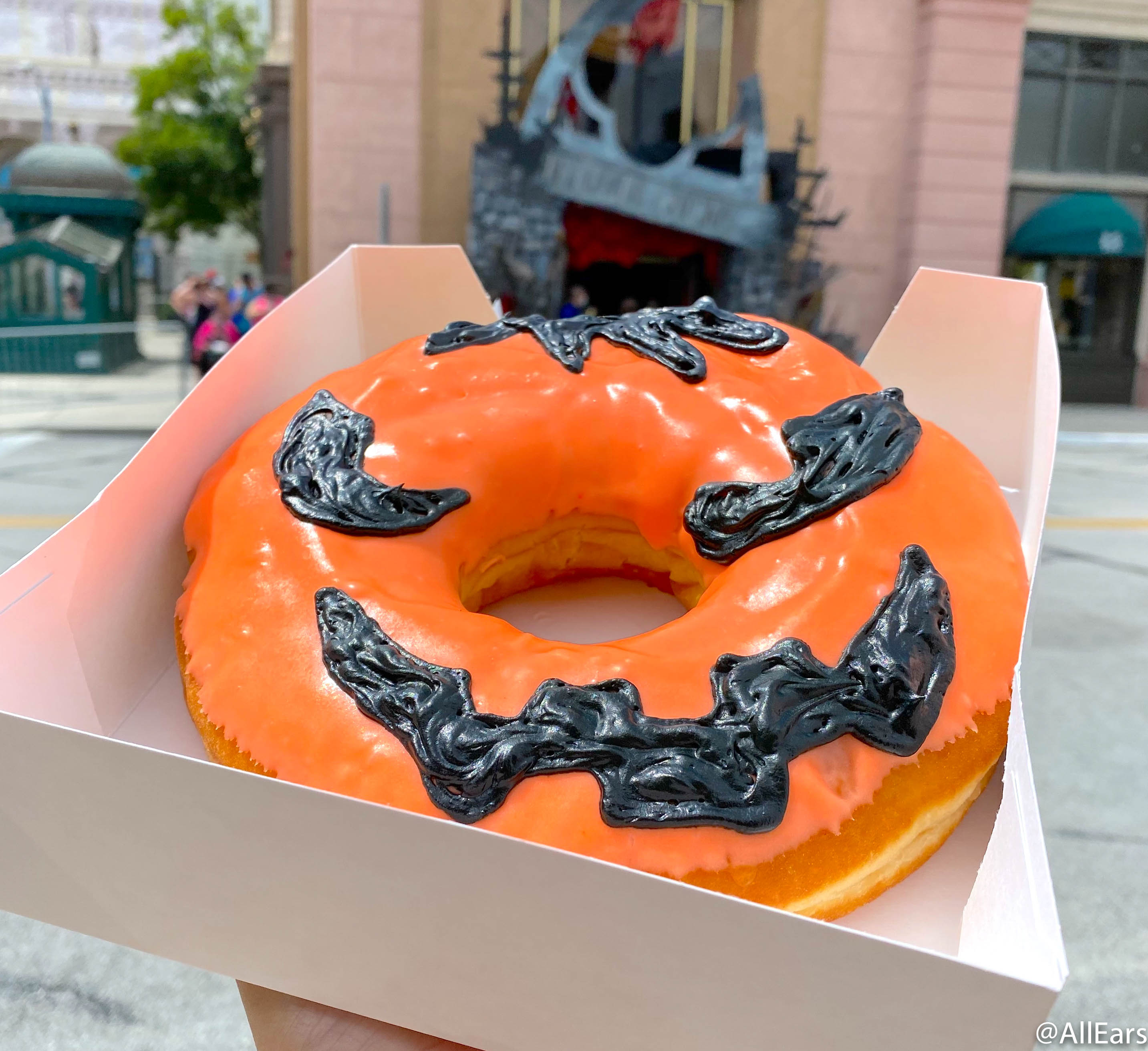 Halloween Horror Nights 2020 Pumpkin This Jack O' Lantern Donut Is as Big as Your HEAD! Take a Look at
