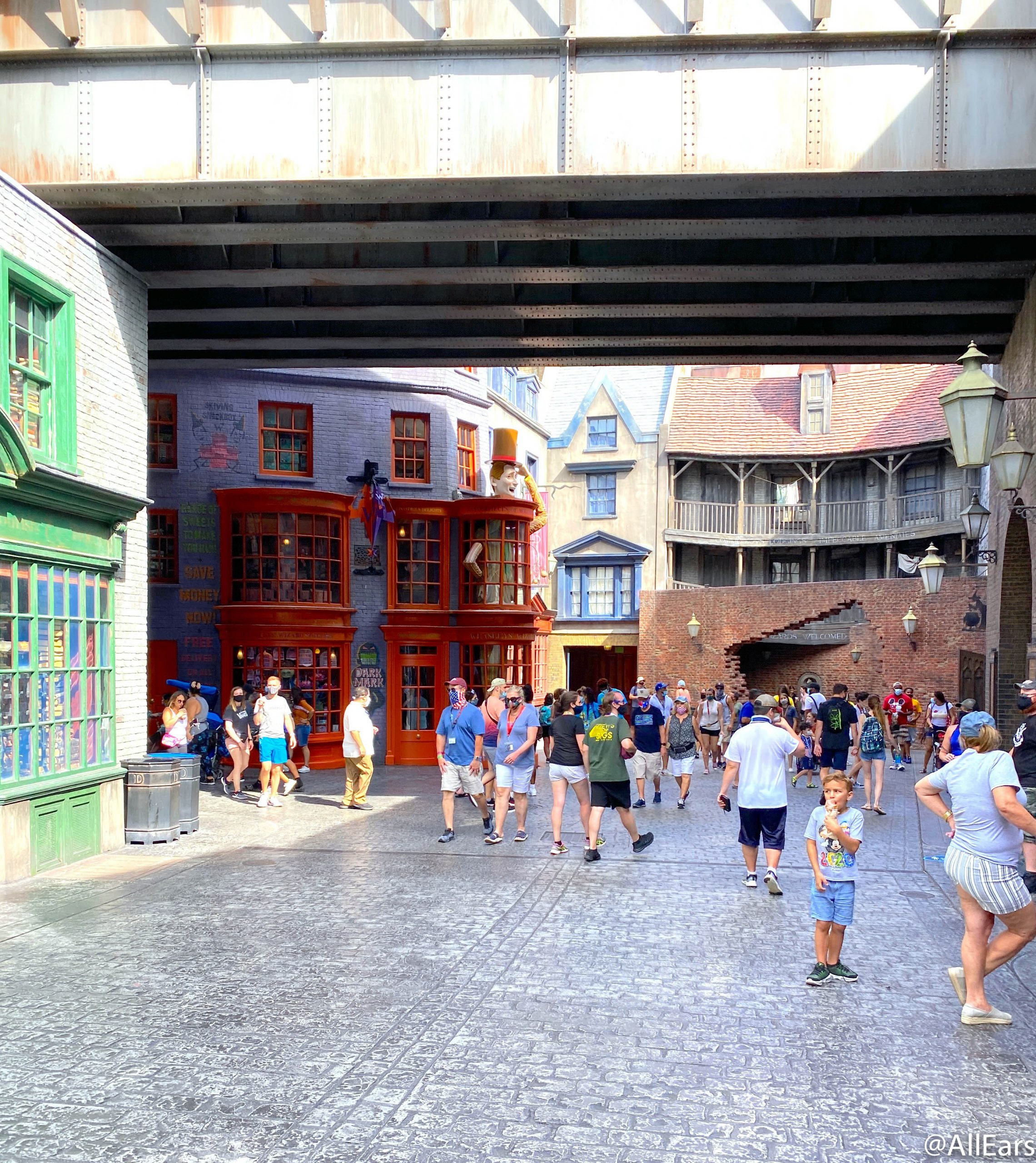Can You Go In Diagon Alley In Halloween Horror Nights 2020 That's A LOT of Halloween Horror Nights Fans! Here's What the