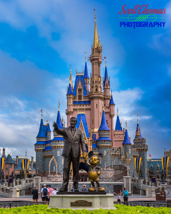 50th Anniversary Cinderella Castle with Partners Statue