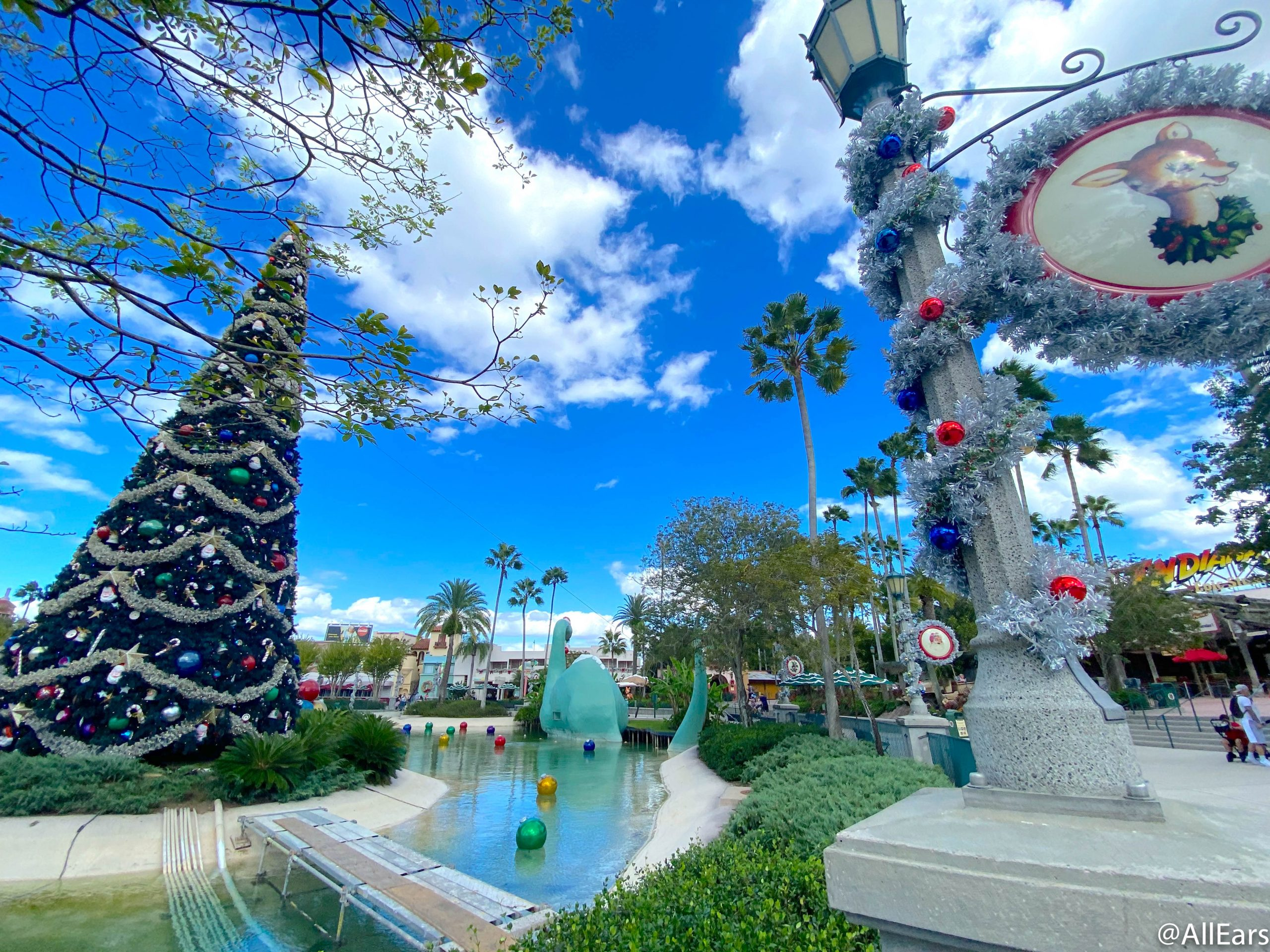 When Does   Hollywood Decorate For Christmas 2020 PHOTOS: MORE Holiday Decorations Have Arrived in Disney's