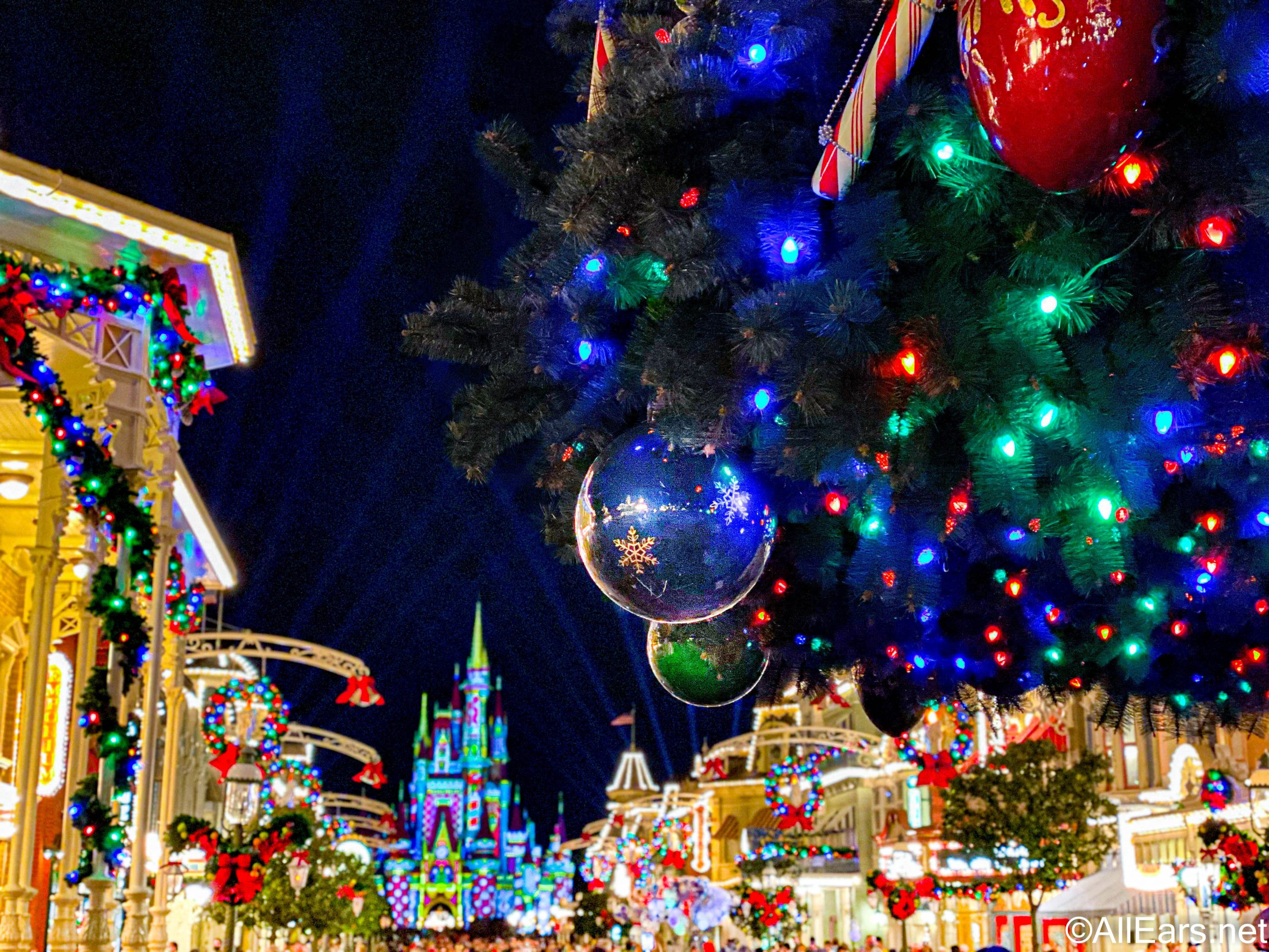 allears christmas magic kingdom cinderella castle projections christmas tree main street 1 3 scaled