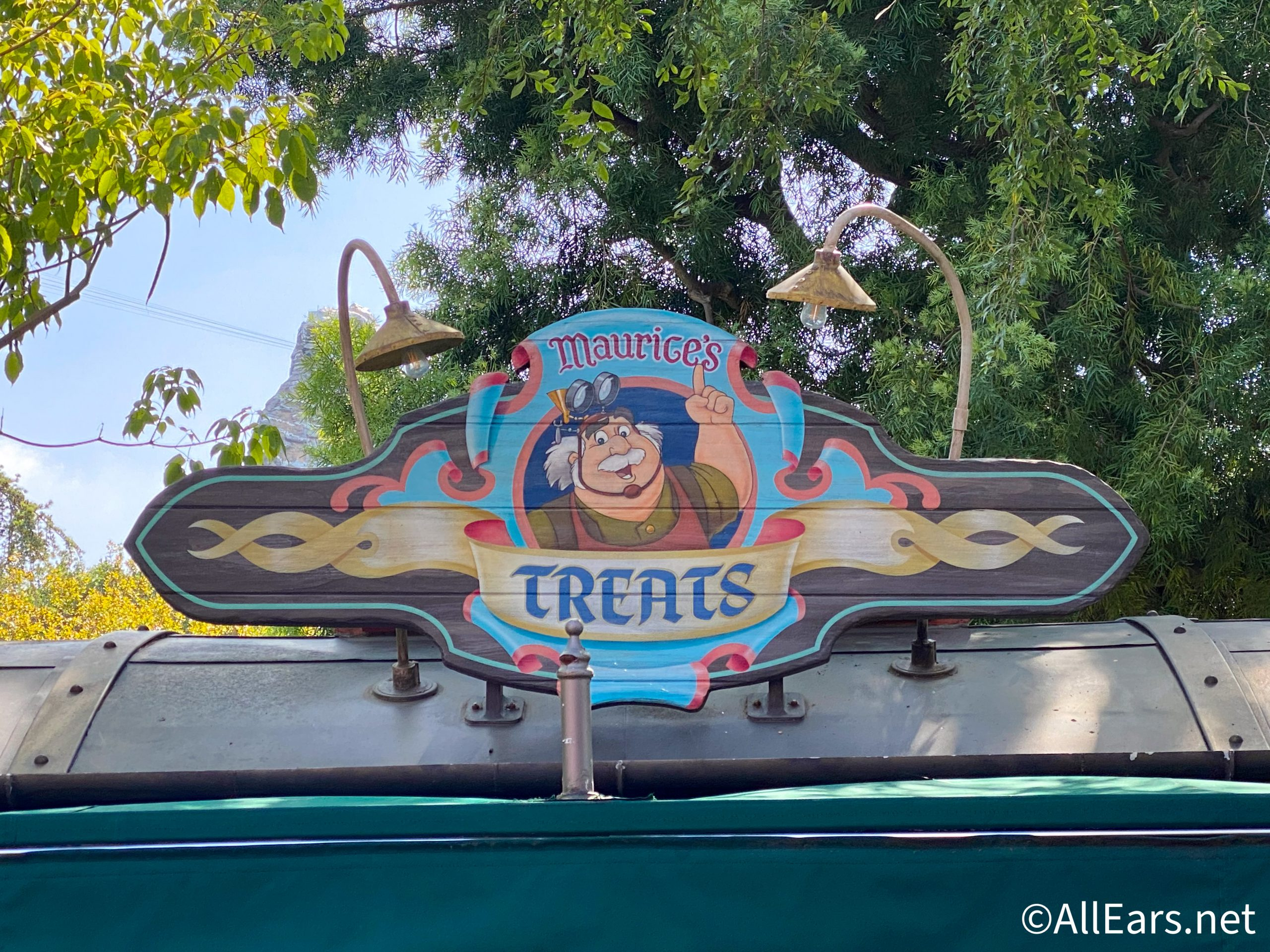 FOUR More Dining Locations Have Reopened in Disneyland! - AllEars.Net