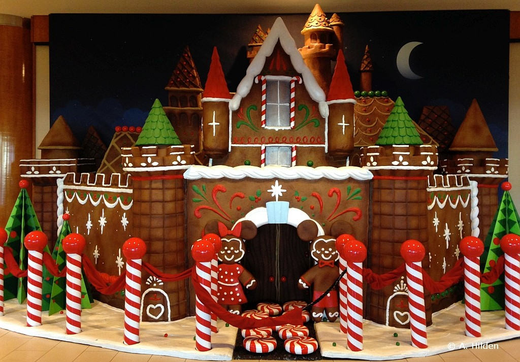Disneyland Hotel Gingerbread House