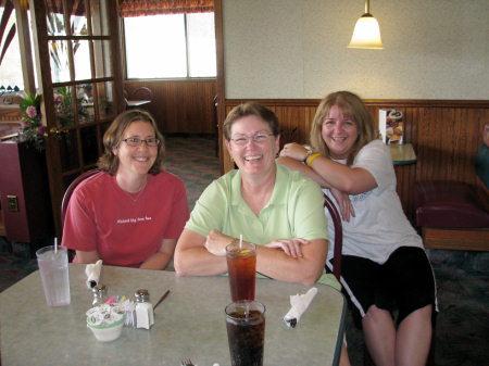 Michelle, Linda, Beci