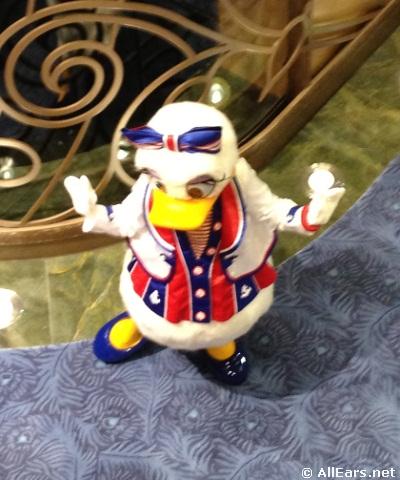 Disney-fantasy-daisy-duck.JPG