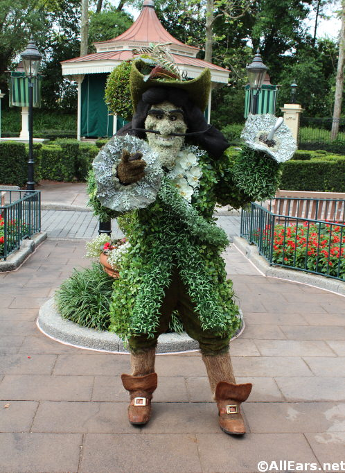 captain-hook-topiary-2.jpg
