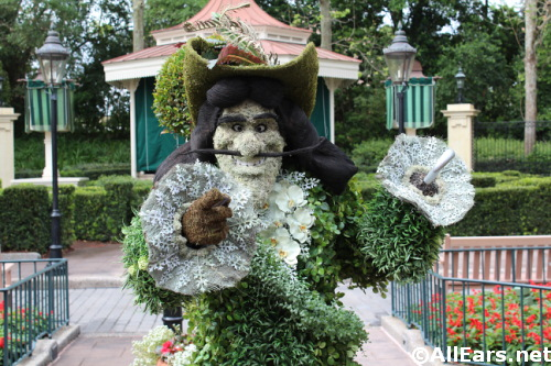 captain-hook-topiary-4.jpg