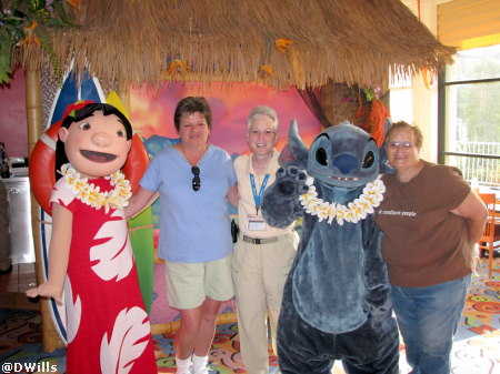 Lilo, LindaMac, Deb, Stitch, and Ann at the Lilo and Stitch Character Breakfast Paradise Pier