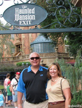 Tod and Sue at the Haunted Mansion