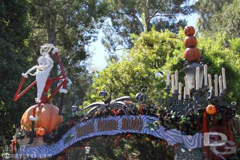 Haunted-Mansion-Holiday1.jpg