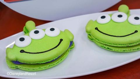 Pixar Fest Little Green Men Macaron