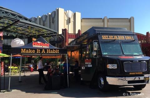 disneyland-food-truck-habit-burger-18-001.jpg