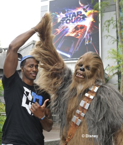dwight-howard-chewbacca-at-star%20tours.jpg
