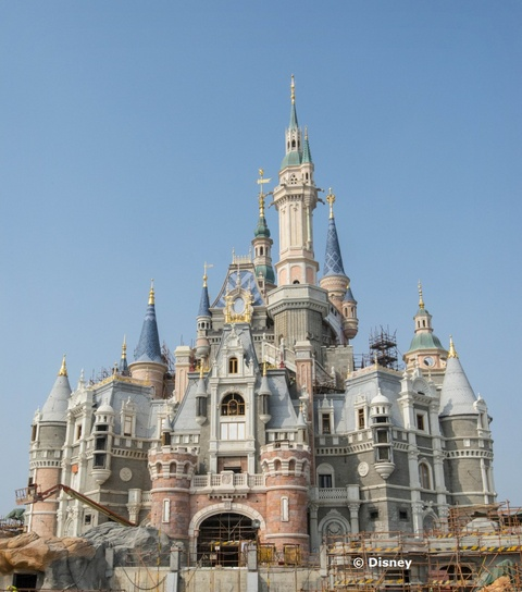 enchanted-storybook-castle-shanghai-disney-resort.jpg