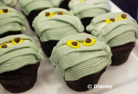 hallowishes-mummy-cupcakes.jpg