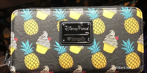 loungefly-dole-whip-wallet-18-001.jpg