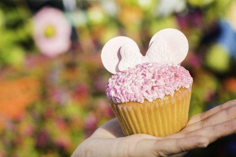 millennialpinkepcot-cupcake-bw.jpg