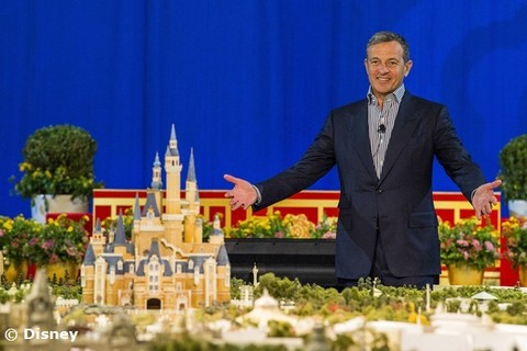 shanghai-disney-announcement-iger.jpg