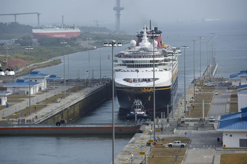 Disney Wonder Becomes First Passenger Vessel To Transit New Panama - Cruise ship anal