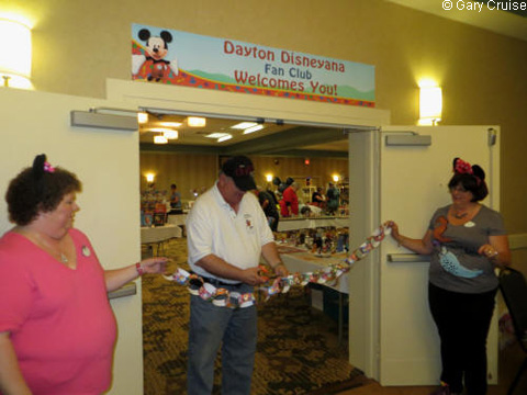 Cutting_the_Ribbon