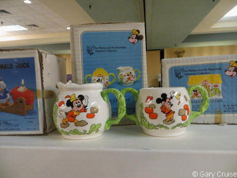 Mickey_Mouse_cream_and_sugar_set