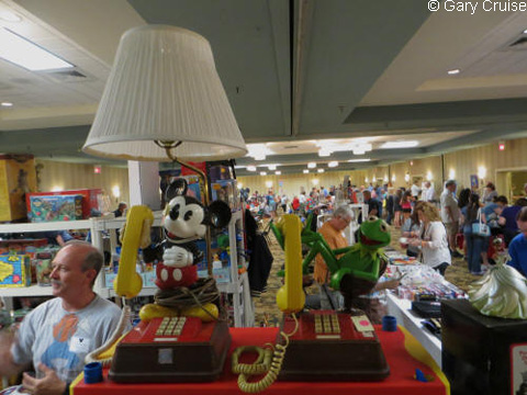 Mickey_and_Kermit_telephones