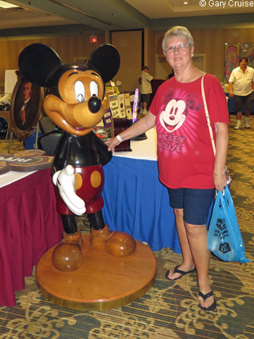 Carol_with_a_giant_Mickey