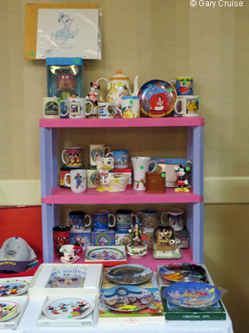 A_shelf_full_of_Disneyana
