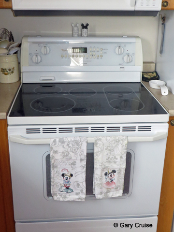 Disney_towels on the stove