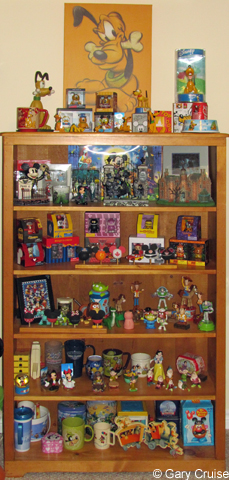 A_bookcase_full_of_Disneyana