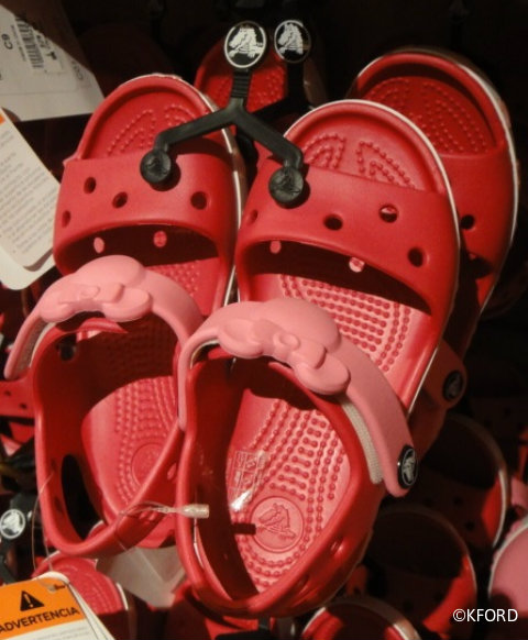 EDITED-girls-disney-crocs-sandals.jpg