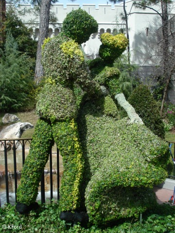EDITED-royal-couple-topiary.jpg