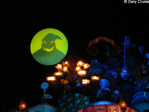 Haunted_Mansion_Entrance_with_Oogie_Boogie