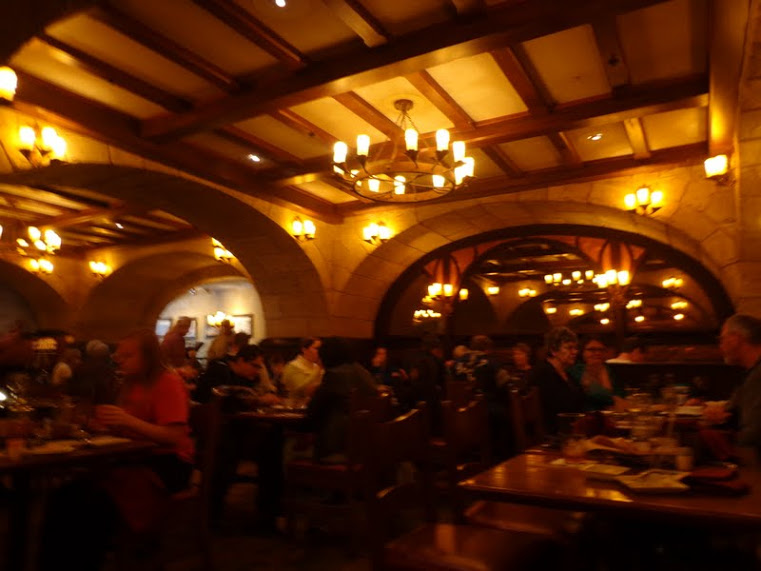 Le Cellier Dining Room3