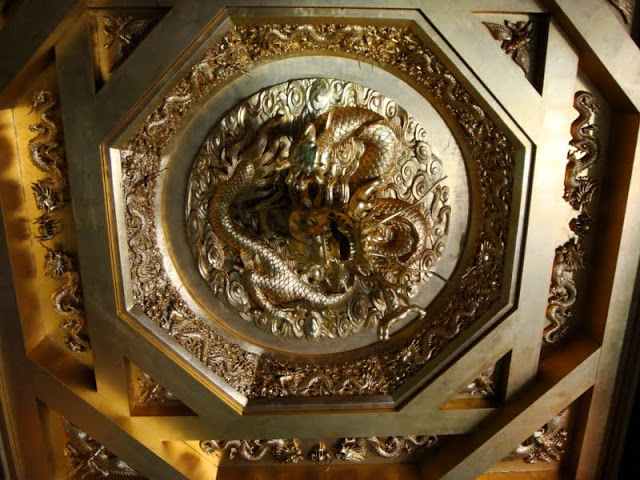 Nine_Dragons_Entrance_Ceiling