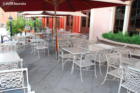 Tutto Italia Outdoor Seating