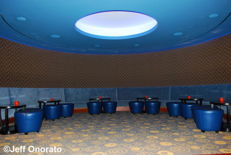 LoungeArea - The Wave Restaurant - Contemporary Resort