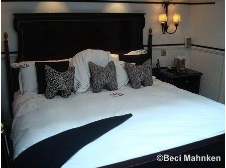 hotel41_bed.jpg