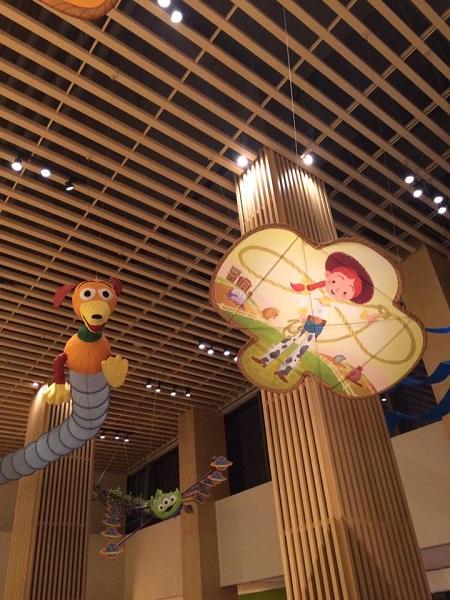 shanghai-dl-toystoryhotel-foodcourt-1.jpg